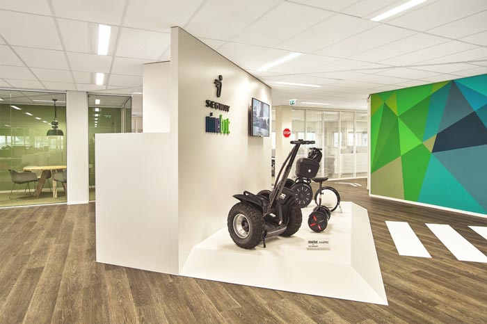代步车公司办公室前台设计效果图