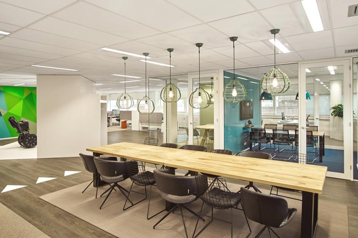 代步车公司办公室会议室设计效果图