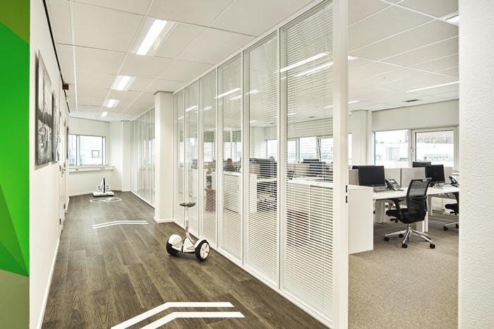 代步车公司办公室走廊设计效果图