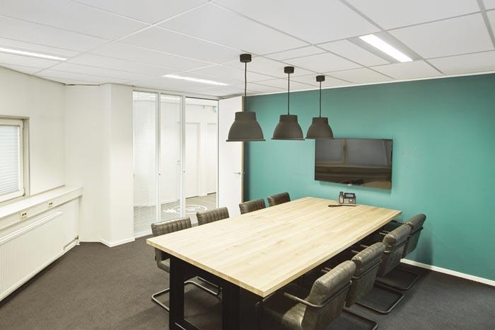 代步车公司办公室小会议室设计效果图