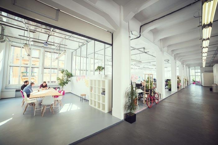 现代开放式办公室装修设计实景图