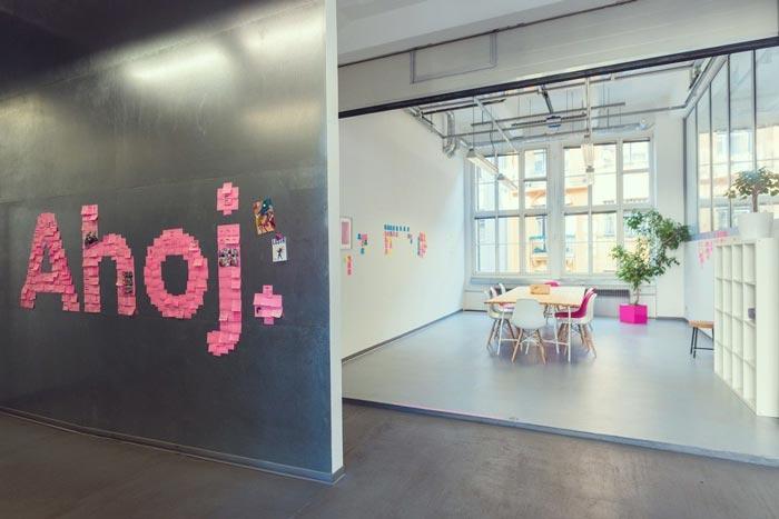 现代开放式办公室可移动墙壁装修设计实景图