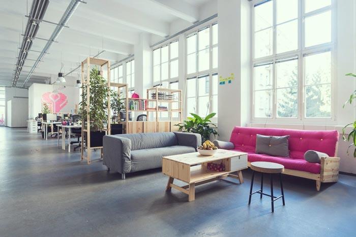 现代开放式办公室接待区域装修设计实景图
