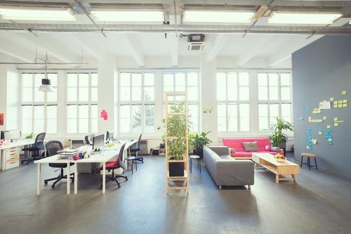 现代开放式办公室办公区域装修设计实景图