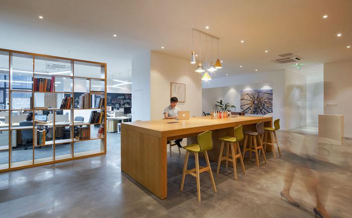 设计公司办公室吧台进门区域设计方案