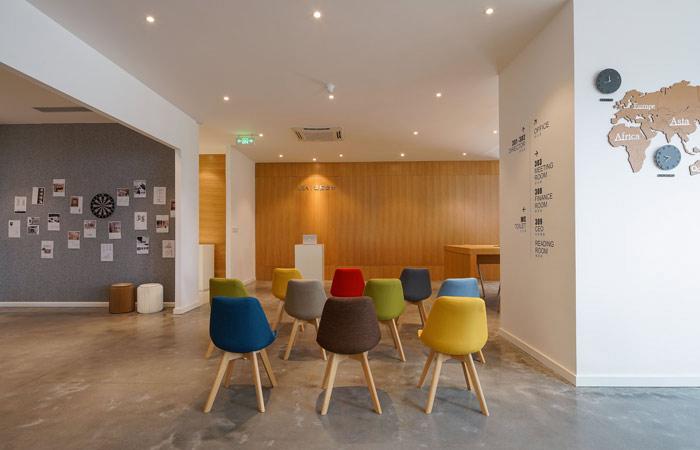 设计公司办公室演讲区域设计方案