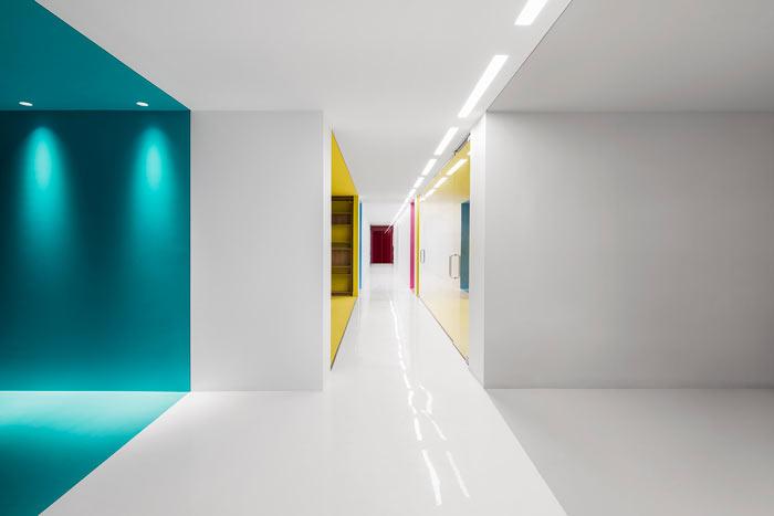 娱乐公司办公室色彩装修设计效果图
