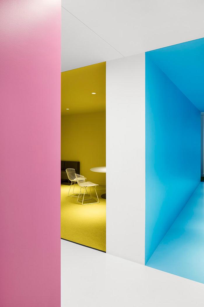 娱乐公司办公室踢脚线装修设计效果图